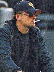 Leonardo DiCaprio was seen vaping at the Golden Globe Awards